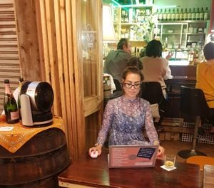 Alice Dartnell Life Success Coach London UK visits Okinawa Japan working on her laptop in Japan #Aliceinbusinessland
