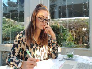 Alice Dartnell Life Success Coach London UK visits Okinawa Japan working on her laptop in Japan #Aliceinbusinessland - decision-making