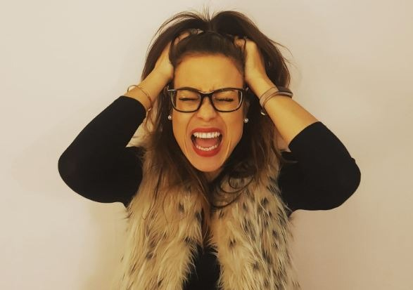 Alice Dartnell Life Success Coach London England UK holding her head and screaming Scream - Argh!